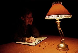 Writing_writer_dark_2531_l